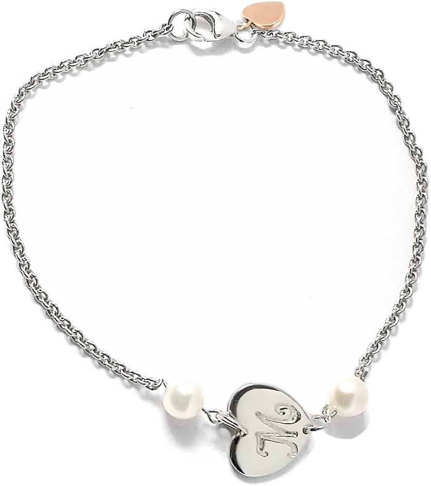 Pulsera de plata con colgante corazón con grabado personalizado. Dos Perlas de Río de color blanco.