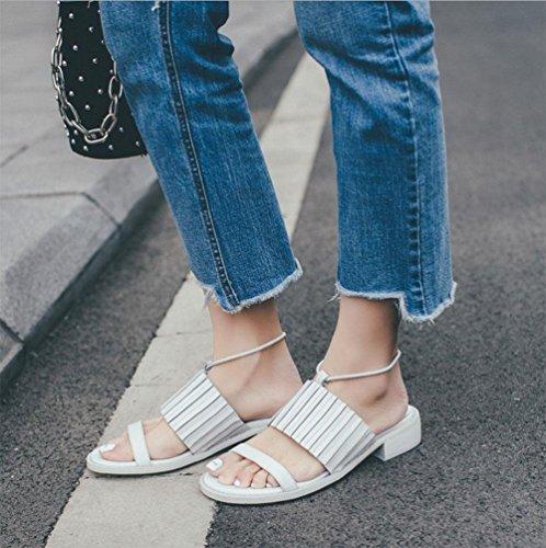 La Sra capa salto mortal plana de las sandalias de cuero de cuero de la hebilla de las sandalias de las señoras salvajes de verano White