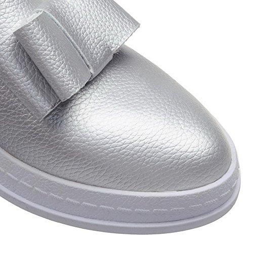 AllhqFashion Damen PU Niedriger Absatz Rund Zehe Rein Ziehen auf Pumps Schuhe Silber