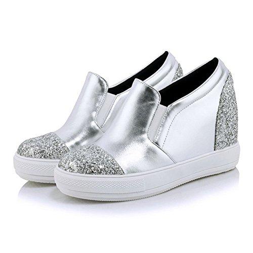 AllhqFashion Damen Rund Zehe Ziehen auf Blend-Materialien Rein Niedriger Absatz Pumps Schuhe Silber