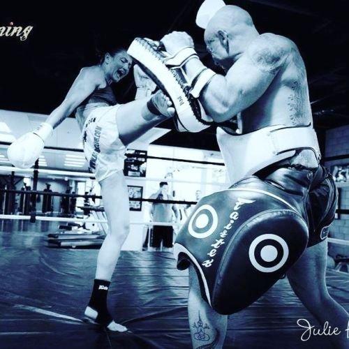 純正Fairtex腿パッドtp3 Best MMA機器(1ペア)新しいブラックカラー B076PLKGMZ
