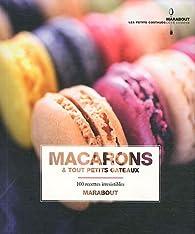 Macarons et tout petits gâteaux par  Marabout
