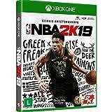NBA 2K19 comemora 20 anos redefinindo o que jogos de esportes podem ser. Trazendo os melhores gráficos e jogabilidade da categoria, modos de jogo inovadores e uma vizinhança de mundo aberto imersiva. NBA 2K19 continua a ultrapassar os limites ao apro...