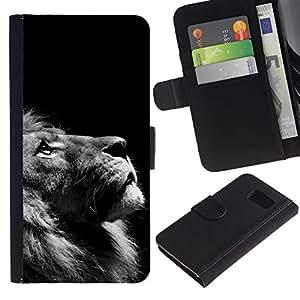 Samsung Galaxy S6 / SM-G920 , la tarjeta de Crédito Slots PU Funda de cuero Monedero caso cubierta de piel ( Lion Photo Black White Looking Up Art)
