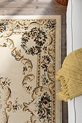 Universal Rugs Traditional Floral 5 ft. x 7 ft. Area Rug
