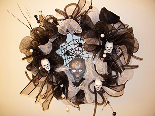 Halloween Spider & Scull Wreath - Scull Head Eyeballs light up! Handmade