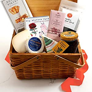 Martha Stewart Picnic Day Gift Basket – Hand Picked gourmet cheeses, crackers, fig spread, chocolate, caramels and…