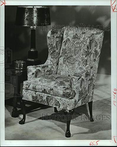 - 1980 Press Photo Example of a wing chair from the 18th century - hcp03856