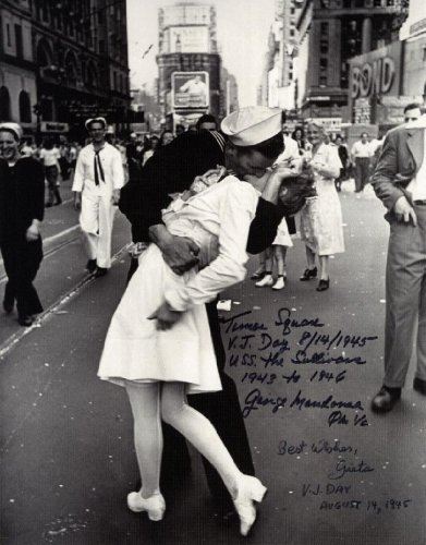 Kiss Signed Photo (THE KISS WW2 8x10 reprint signed photo V-J Day Times Square RP Sailor & Nurse)