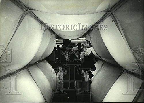 Vintage Photos 1981 Press Photo Rainbow Tunnel at Downtown Boston Store - ()