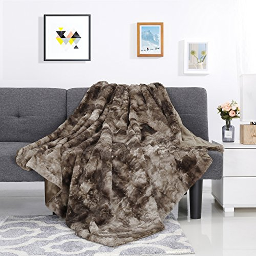 - LANGRIA Luxury Super Soft Faux Fur Fleece Throw Blanket Cozy Fluffy Warm Breathable Lightweight and Machine Washable Dyed Fabric for Winter – Decorative Throw for Couch Sofa Bed (50