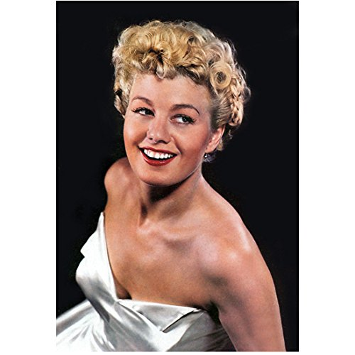 Shelly Winters Posing and Turned to Side with