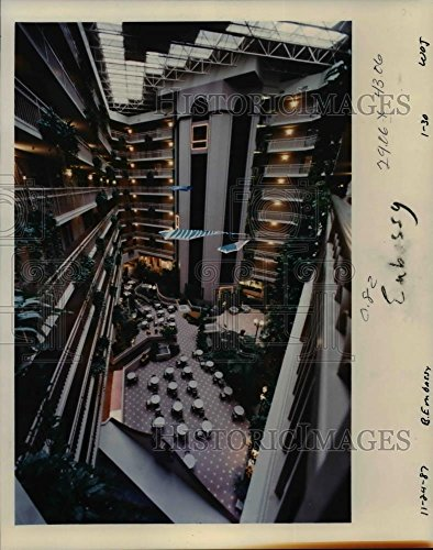 1987 Press Photo The Embassy Suites Hotel In Tigard   Orb86401