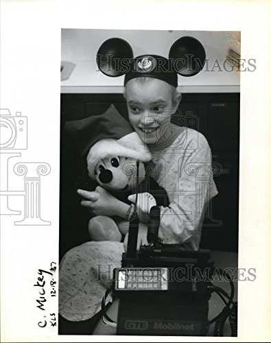 (1987 Press Photo Rachel Crowthers talking to Mickey Mouse on the telephone)