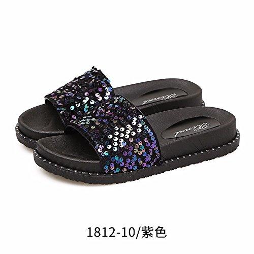 La nueva moda zapatillas son las mujeres soportan en verano. Camo