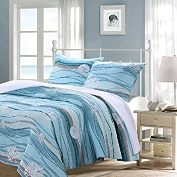 Amazon Com Finely Stitched Coastal Seaside Cottage Quilt