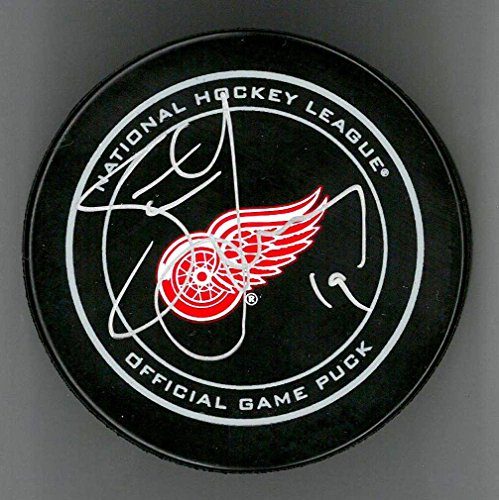 STEVE YZERMAN AUTOGRAPHED DETROIT RED WINGS OFFICIAL GAME PUCK