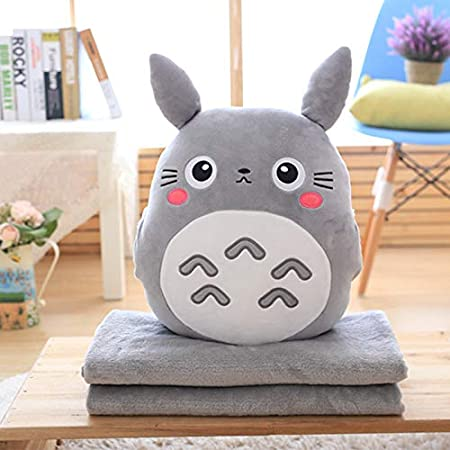 MIAOOWA Official Store 3 En 1 Multifunción Totoro Felpa Tirar Almohada con Manta Totoro Mano Caliente Cojín Bebé Niños Siesta Manta Anime Figura Juguete 100cm x 90cm Dragon Cat Doll Three-in-One