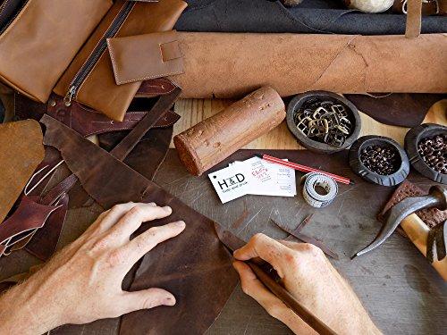 Beauty case da viaggio realizzato a mano in morbida pelle per gli articoli per l'igiene personale della Hide & Drink (Marrone Bourbon)