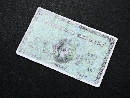 original-movie-prop-memento-leonard-shelbys-guy-pearce-american-express-credit-card