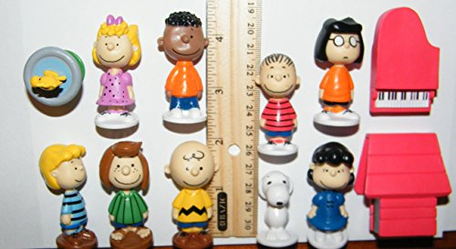 Woodstock Charlie and More Peanuts Toy Figure Set of 13 with Snoopy Dog House