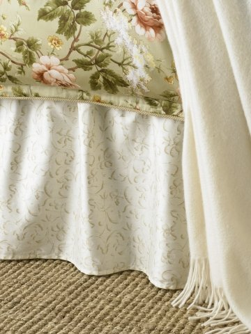 - Lauren by Ralph Lauren Bedding; Yorkshire Rose Cream Tonal Vine KING Bedskirt