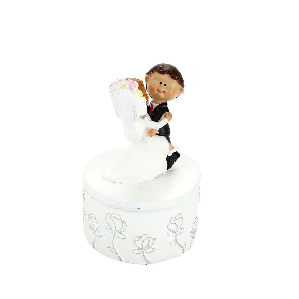 OYJJ Cartoon wedding cake topper creative resin bride groom figurine cake top wedding decoration