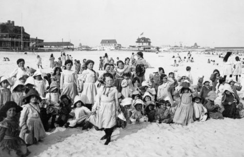 c1903 photo Little girls posed on beach in foreground, Long Island, New York. f7