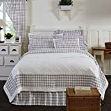3 Piece Grey White Plaid Pattern Quilt Queen Set, Elegant Classic Buffalo Checkered Design Borders, Hand-Work Tufted Check Bedding, Classic French Country Style, Solid Colors, Cotton, For Unisex