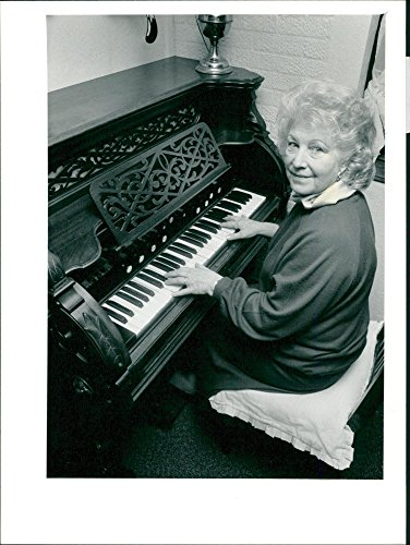 Vintage photo of Runhall Victorian Organ (Organ Victorian)
