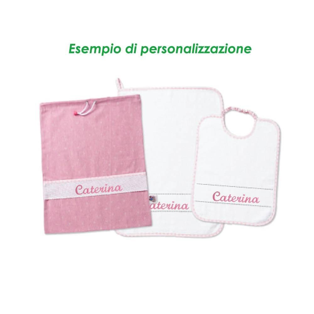 Set guardería personalizado con nombre bordado. 3 piezas color Babero + toalla + saco. Linea