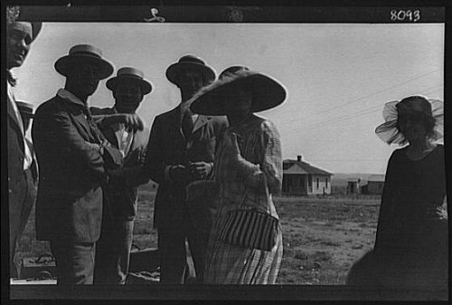 Film In Costume Recenti (Photo: Movie set,western,motion pictures,films,industry,actors,costumes,A Genthe,1896 1)