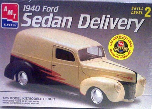 AMT 1940 Ford Sedan Delivery Model Kit