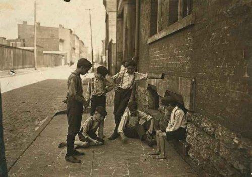 1909 Game of Craps. Cincinnati, Ohio. Aug., 1908. Location: Cincinnati, Ohio e8