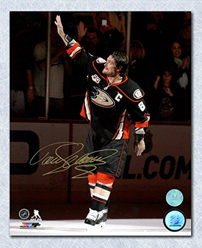 teemu-selanne-anaheim-ducks-autographed-waving-to-crowd-8x10-photo
