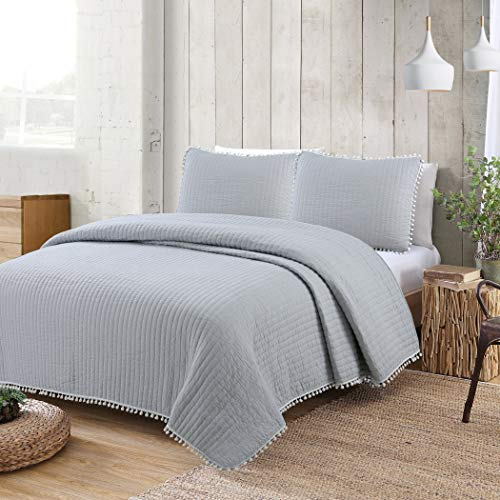 American Home Fashion Estate Collection Costa Brava Pom Pom Quilt Set Grey Full - Queen 3 Piece ()