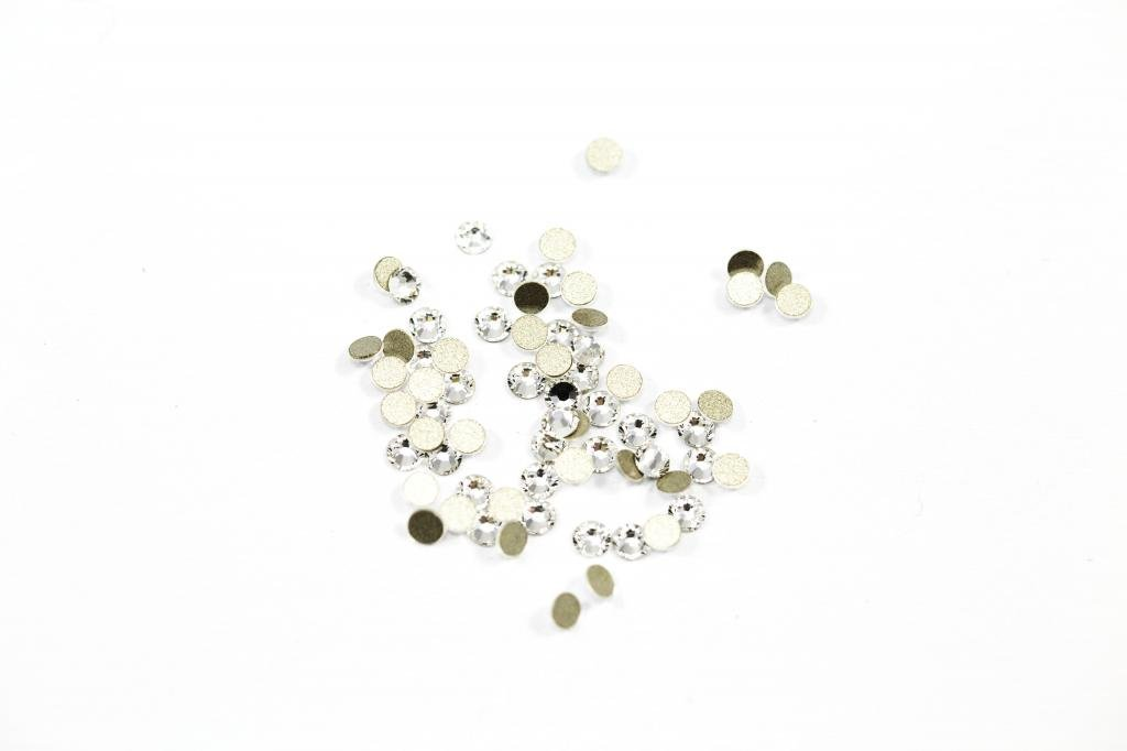 549ddf62a Swarovski Crystal Clear 1.8mm (SS5) 70 Crystals in Pack: Amazon.co.uk:  Beauty