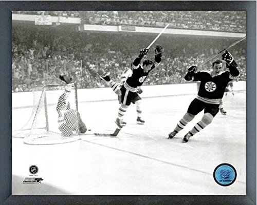 Bobby Orr Boston Bruins NHL Action Photo (Size: 12
