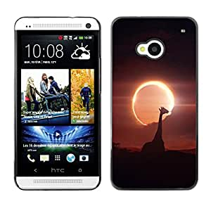 Qstar Arte & diseño plástico duro Fundas Cover Cubre Hard Case Cover para HTC One M7 ( Giraffe Moon Sun Eclipse Savannah Noght Sky)