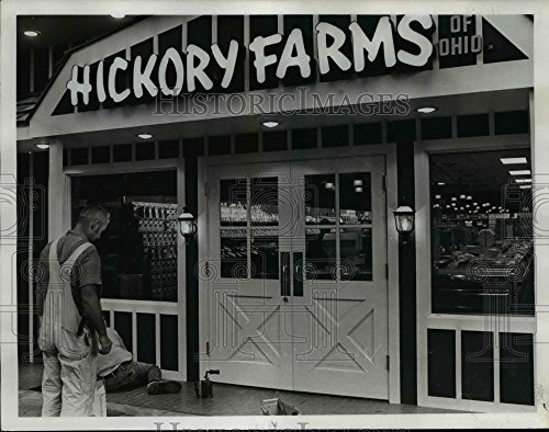 1972 Press Photo Hickory Farms store-West Mall - - Farms Mall Stores West