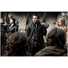 Hansel & Gretel: Witch Hunters 8 Inch x 10 Inch Photo Jeremy Renner & Gemma Arterton Weapons Over Their Shoulders kn