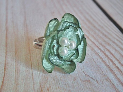 [Celery satin flower statement ring with faux pearls, size 6.5+ adjustable] (Celery Costumes)