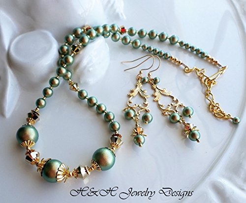 Green Gold Swarovski Iridescent Pearl Necklace Earrings ()