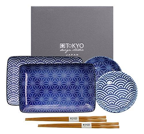 Tokyo Design Studio Nippon Blue Sushi Set komplett - 6-teilig - für 2 Personen - 2 Sushiteller und 2 Dipschälchen aus hochwertigem Porzellan inklusiv 2 Paar.Essstäbchen aus Bambus - Spülmaschinenfest und mikrowellengeeignet - in schöner Geschenkbox