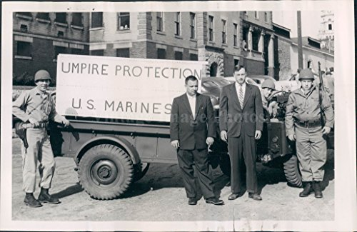 1954 Photo US Marines Tenne Harite Umpire Protection People Men Military
