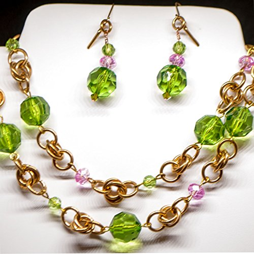 (Green and Pink Acrylic Crystals with Brass Rings Necklace and)
