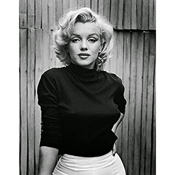Amazon Com Marilyn Monroe Sitting Prints Posters Amp Prints