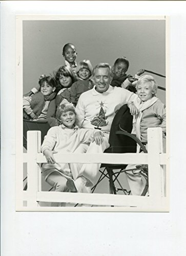 - MOVIE PHOTO: Andy Williams and the NBC Kids-B&W-Still