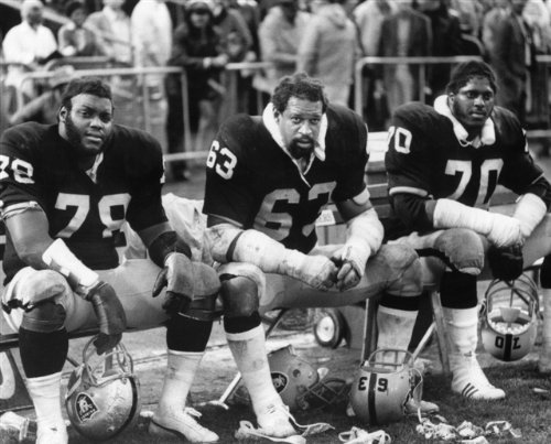 Art Shell-Gene Upshaw-Henry Lawrence Oakland Raiders 8X10 Sports Action Photo