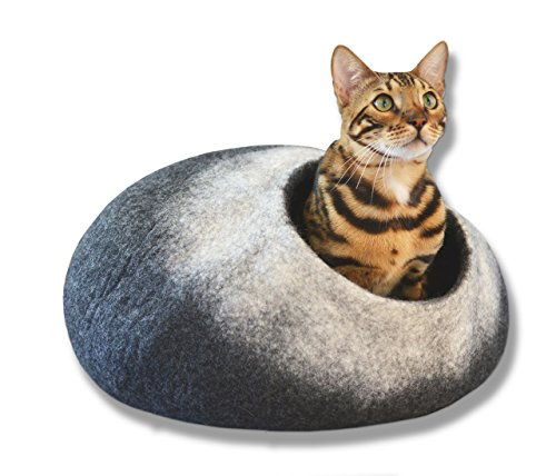 Liam & Peanut Premium Large CAT Bed - Edition 2018 - Thick Natural Handmade 100% Merino Wool
